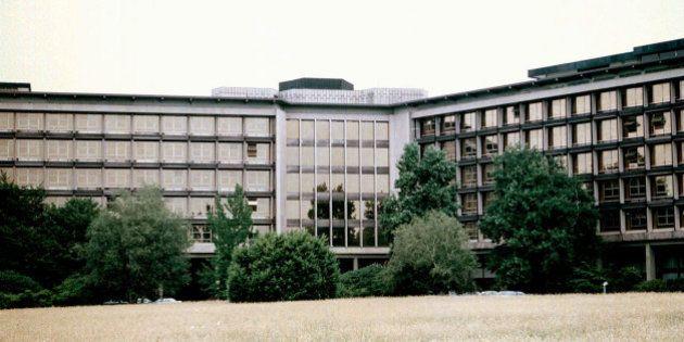 Amianto, 20 morti alla Olivetti: sarebbero indagati Carlo De Benedetti e Corrado Passera. Un portavoce...
