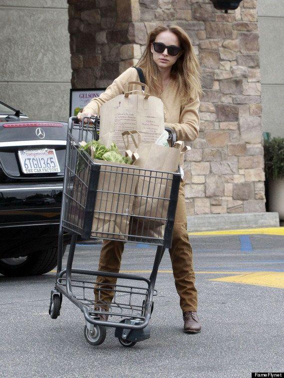 Natalie Portman che rovescia un carrello della spesa. Britney Spears che fa la spesa al discount...Tutti...