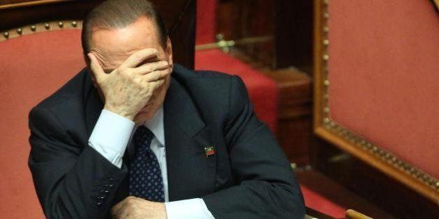 Silvio Berlusconi seduto sulla doppia scissione del Pdl: