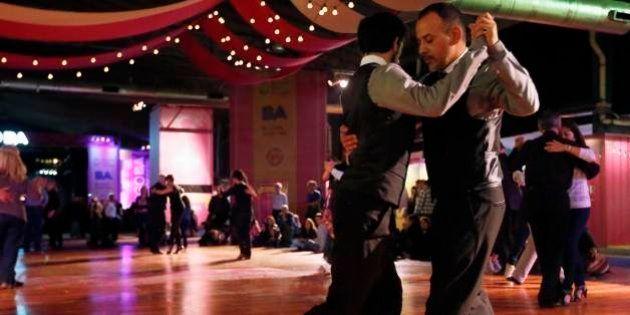 Tango gay, il ballo argentino anche per le coppie omosex. La novità al festival di Buenos Aires
