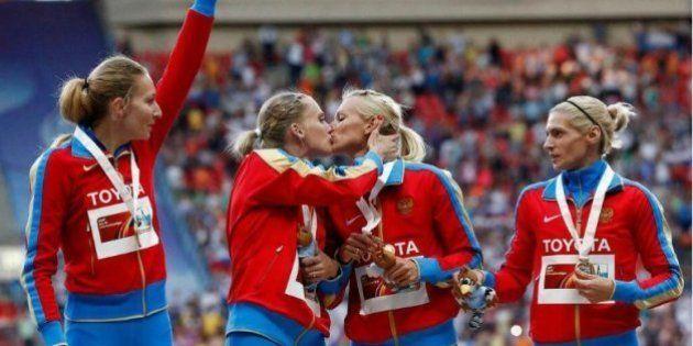Bacio in bocca ai mondiali di Mosca: niente a che fare con la legge anti-gay.