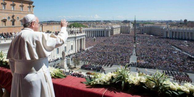 Papa Francesco: la Pasqua sociale e impegnata di Bergoglio con lo sguardo già rivolto al viaggio in Terra