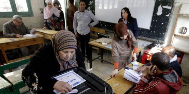 Egitto, referendum Costituzione. Quasi 300 persone arrestate, attaccati seggi a Giza