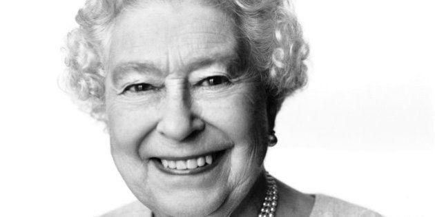 La Regina Elisabetta compie 88 anni e si regala un ritratto