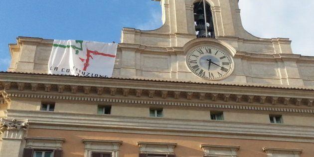 Protesta M5s A Montecitorio. Deputati M5s Srotolano Striscione Contro Ddl Riforme. Aperta Istruttoria