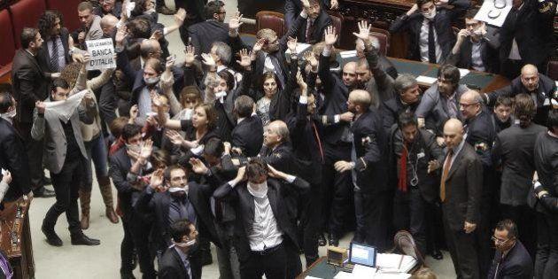 M5s contro Roberto Speranza: rissa in sala stampa alla Camera, il capogruppo Pd non riesce a parlare....