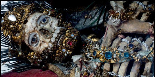 Che gioielli di scheletri! I tesori nascosti nelle catacombe d'Europa fotografati da Paul Koudounaris