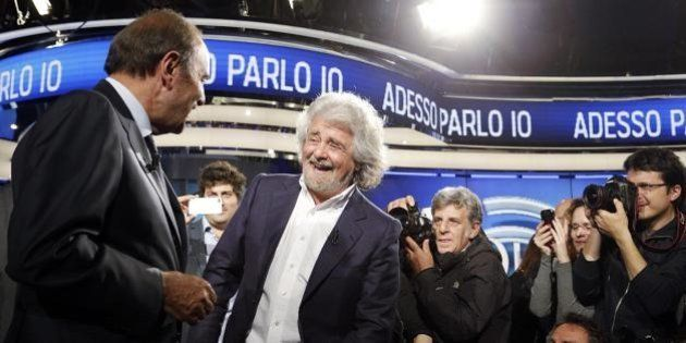 Grillo da Vespa: Piazza e Palazzo non si riconoscono. Un non-confronto divertente che non sposterà un
