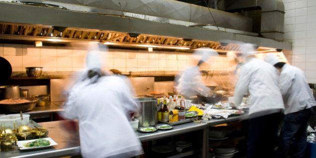 9 verità da sapere prima di andare al ristorante. Scarsa igiene e batteri: se andare a cena fuori è un...