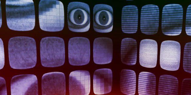 L'FBI vuole spiare Facebook e Twitter per prevenire i crimini