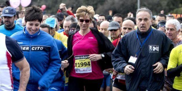 Roberta Pinotti corre prima del vertice sull'Ucraina con Matteo Renzi. Il ministro della Difesa alla...