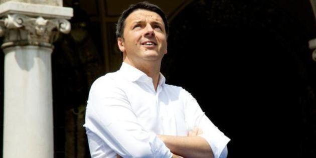Europee - Matteo Renzi tra piazza e tv per convincere ex Ds e moderati. E allontana le