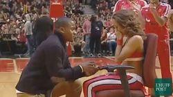 Proposta di matrimonio perfetta per la cheerleader dei Chicago Bulls