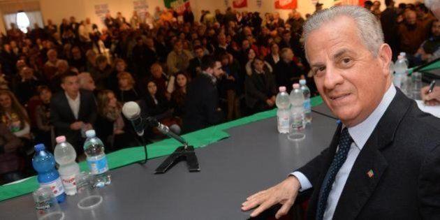 Claudio Scajola, nell'archivio fascicoli su Tangentopoli e le Br. L'ex ministro sapeva che Marco Biagi...