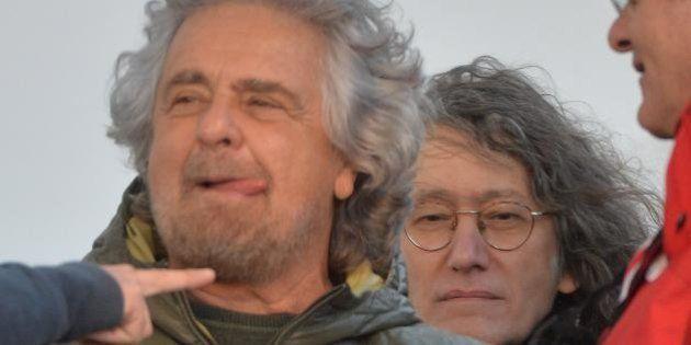 Beppe Grillo contro giornalisti e Napolitano. I senatori M5s: