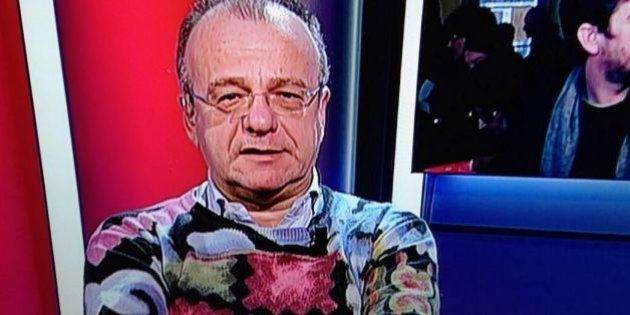 Maglione di Gianfranco Rotondi a Sky Tg24: fantasia multicolore. E su twitter si scatena l'ironia