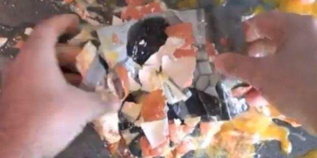 Blog Beppe Grillo attacca il Pd con un video violento e volgare.