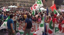 Renzi manda i leader Pd via dal palco: tutti in