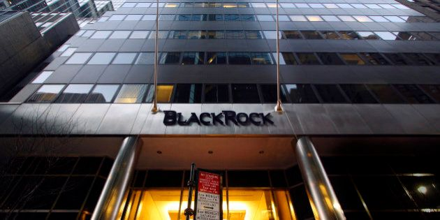 Blackrock frena gli acquisti in Italia. I capitali stranieri aspettano l'esito del voto