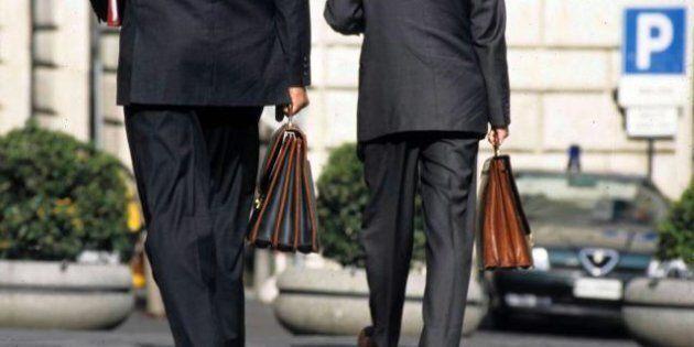 Parentopoli, stop ai portaborse in nero: non dovranno essere parenti di secondo