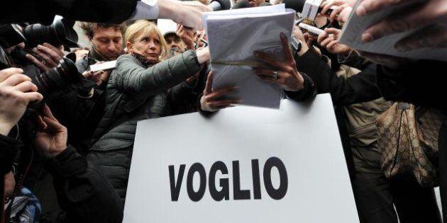 Processo Ruby, la ragazza protesta davanti al tribunale di Milano:
