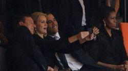 Obama e Cameron si fanno un selfie con il Primo Ministro