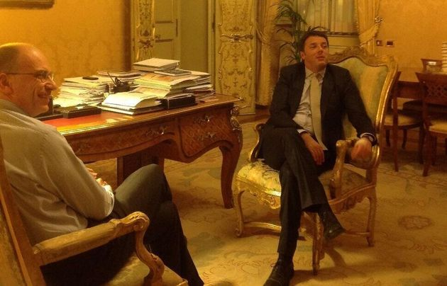 La foto di Renzi e Letta su Twitter. Mezzo nuovo, ma immagine di politica