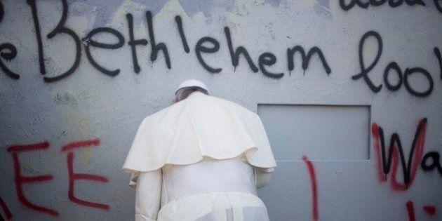 Papa Francesco in Terra Santa invoca la pace fra Israele e Palestina pregando davanti al Muro di