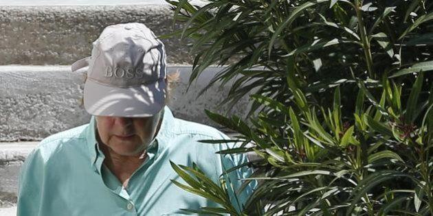 Angela Merkel a Ischia: passeggiata in spiaggia, relax a bordo piscina e qualche massaggio