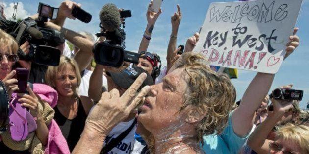 Diana Nyad a 64 anni attraversa a nuoto il tratto Cuba - Key West. Un'impresa da record