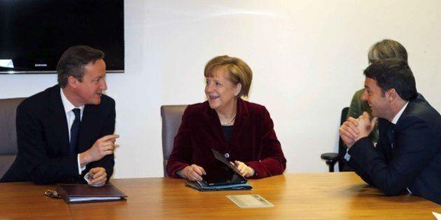 Matteo Renzi a colloquio con Angela Merkel durante pre-vertice Ue