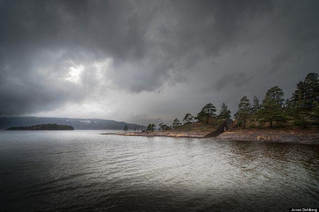 FOTO Norvegia, monumento in ricordo delle vittime della strage di Breivik: un taglio profondo che divide...