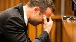 Volto coperto e rosario, Pistorius piange al processo