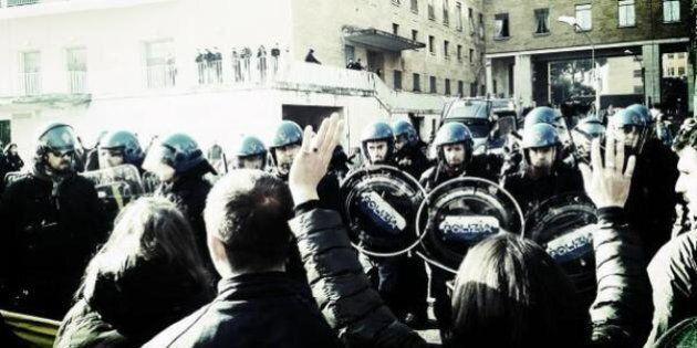 Tensioni alla Sapienza di Roma, scontri polizia studenti. Striscione contro Letta e