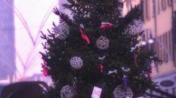 L'albero di Natale con i sex toy al posto delle