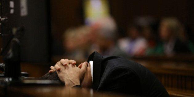 Pistorius vomita durante il processo. Gert Saayman illustrava in aula i risultati dell'autopsia di Reeva...