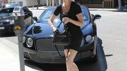La minigonna di Melanie Griffith, il corpo mozzafiato delle star over 50