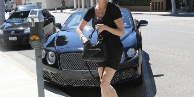 Melanie Griffith, a 50 anni indossa la minigonna. Per le star l'età non conta