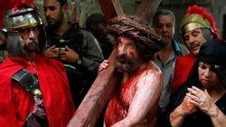 In tutto il mondo Gesù sale sulla croce
