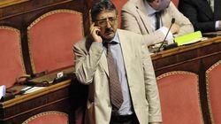 Il senatore M5s Pepe sfiduciato dal meetup di Napoli: rischia l'espulsione (VIDEO,