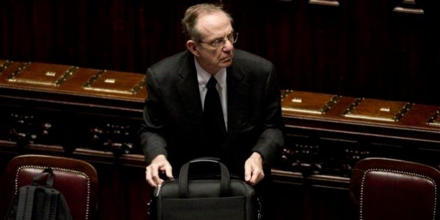 Pier Carlo Padoan assicura che il taglio delle tasse sul lavoro sarà coperto da riduzioni di