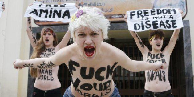 Topless jihad: le Femen in piazza per Amina Tyler,