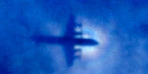 Boeing 777 Malaysian Airlines, le ricerche ripartono da zero. I segnali captati non erano dell'aereo
