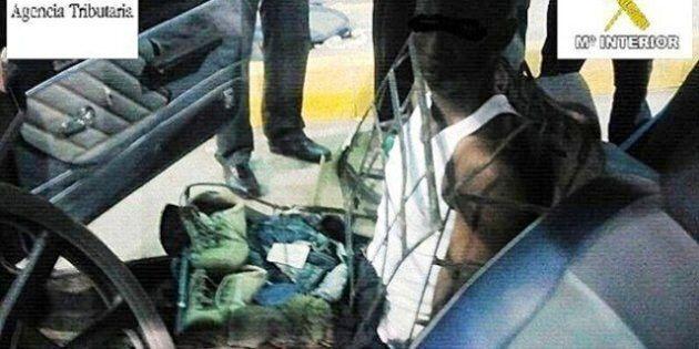 Renault 7, clandestino camuffato da seggiolino. Prova a passare la frontiera ma viene fermato