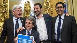 Per Berlusconi Le Pen non è un problema. Nell'ora del declino va in scena il corteggiamento a Salvini