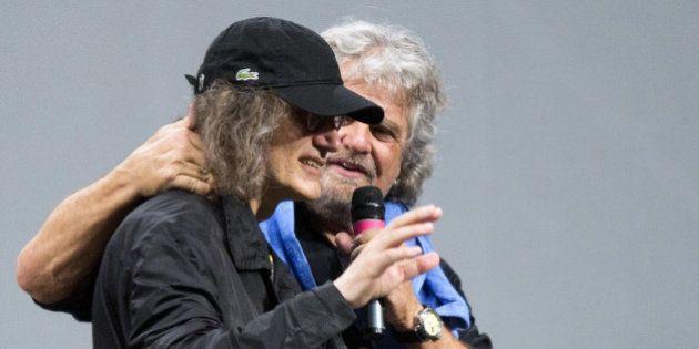 Casaleggio incontra gli eurodeputati M5s. Beppe Grillo su Farage: