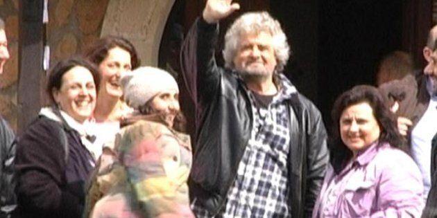 Beppe Grillo riunisce i suoi fuori Roma: