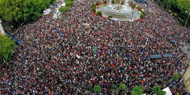 Indignados in piazza a Madrid e a Lisbona. All'Europa la Spagna chiederà 40 miliardi (FOTO,