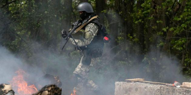 Ucraina, operazione contro filorussi a Sloviansk: cinque insorti uccisi. Liberato giornalista Simon Ostrovsky