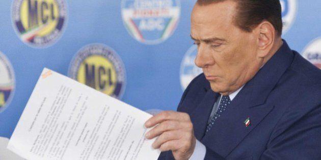 Forza Italia, un sondaggio dice che Beppe Grillo può arrivare primo. Berlusconi tentato dal trasformarlo...